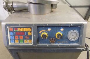 outro equipamento para a indústria alimentar RISCO Masina de umplut